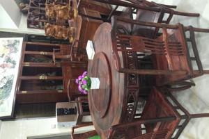 大红酸枝餐桌