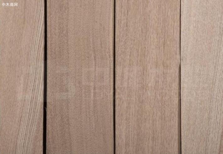 水曲柳木皮又分直纹水曲柳和山纹水曲柳两种
