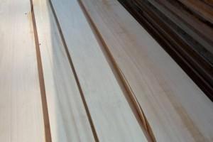 白杨木烘干刨光板材实物图片