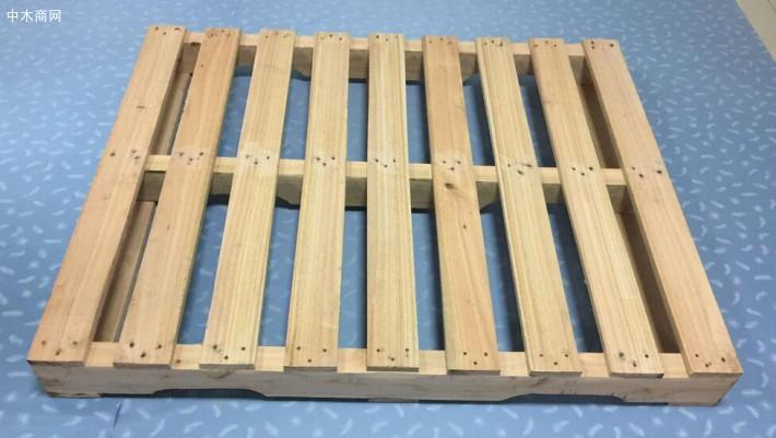 间隙型:表面平整及表面木托盘/卡板之间为间隙状