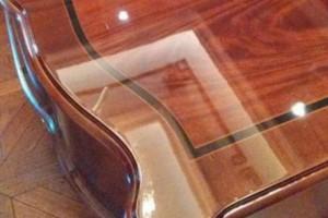 给家具是贴膜好还是配玻璃好?