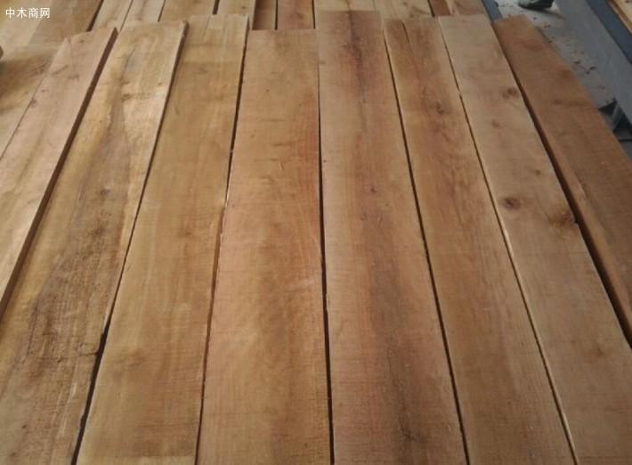 西南桦实木板材和西南烨实木板材比较相像