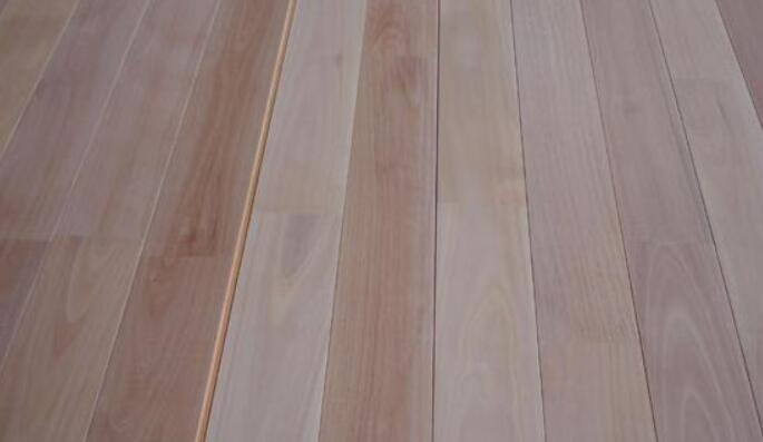 西南桦实木板材的纹理