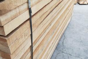榆木烘干刨光材实物图片