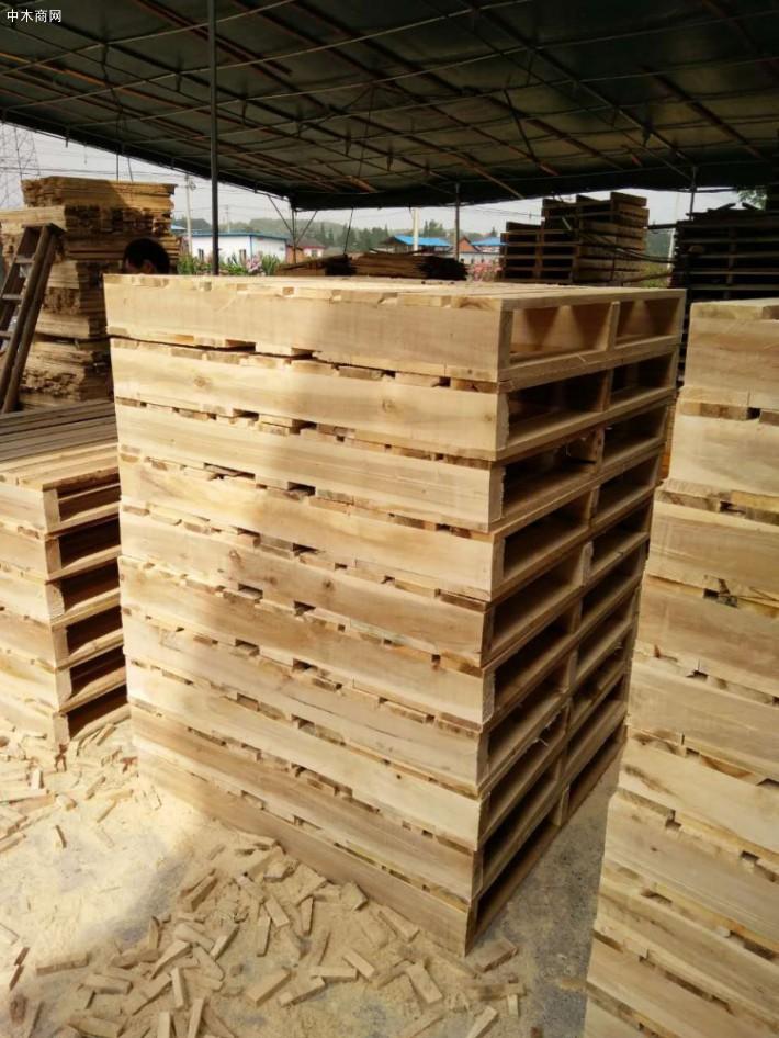 杨木板材做家具木材纹理通达