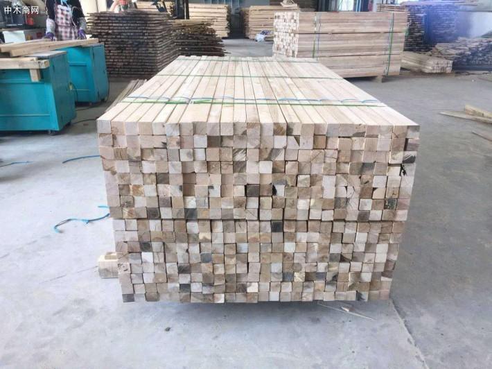 俄罗斯桦木板材的木材淡褐色至红褐色