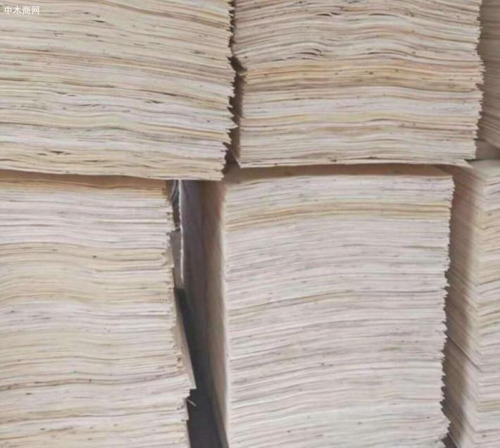 杨木三拼加工是利用小头直径16厘米以上的大中径材