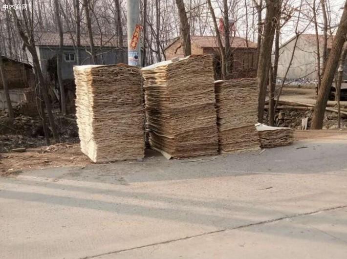 杨木三拼板皮又称为杨木单板、杨木木皮、杨木面板、杨木面皮