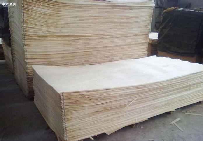 徐州诺信木业专业生产杨木木皮的品牌企业,长期出售杨木单板