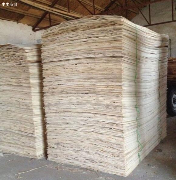 杨木板皮用于家具板和一般建筑模板用途