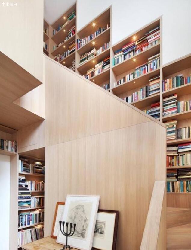 转台式楼梯书架