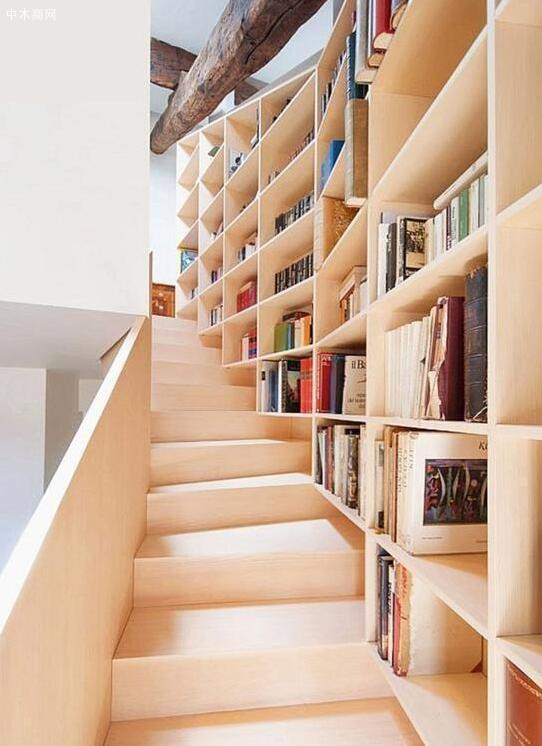 书架充当扶手作用