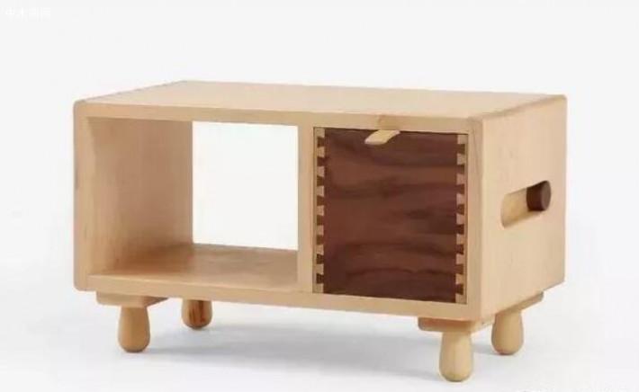 木墨白枫木制的儿童床头柜