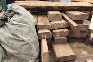 缅甸一天时间查获8吨走私木材