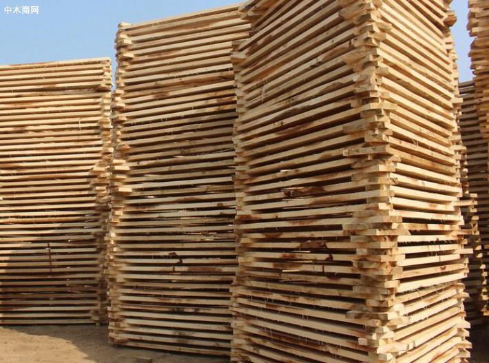 杨木烘干板材具有重量轻