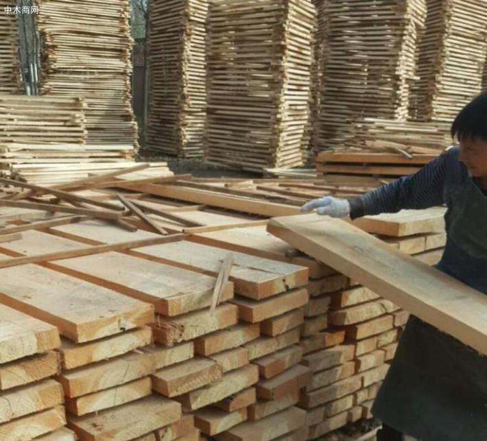 河南省漯河市临颍县建淼木业加工厂是一家专业生产杨木烘干板材、椿木烘干板材、榆木烘干板材等家具板材品牌企业厂家