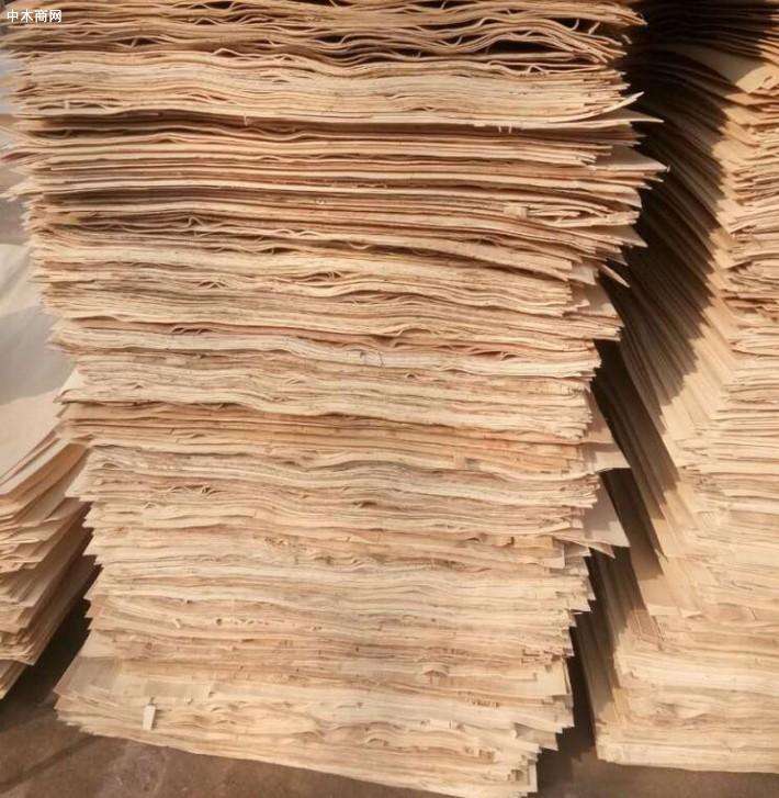 杨木三拼单板皮是消耗大量劳动力的产品