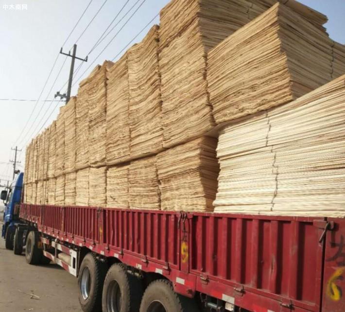 江苏徐州诚信木业是一家专业生产杨木三拼单板皮的品牌企业