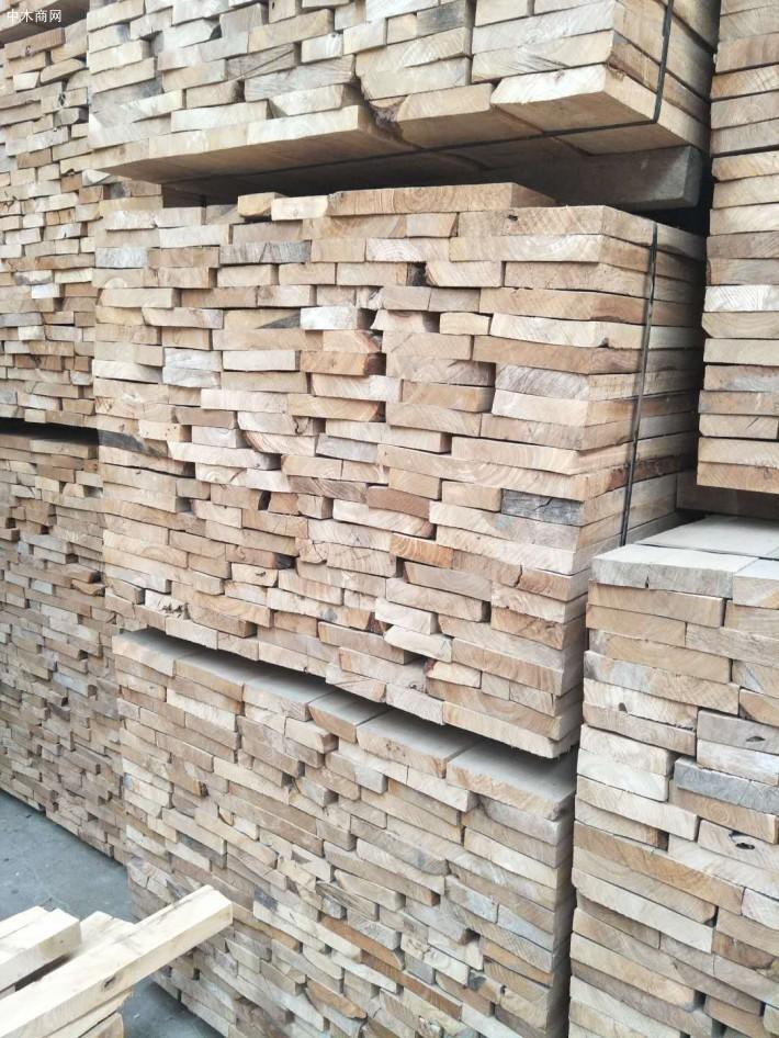 包头市对金地木材市场进行安全生产检查宣传