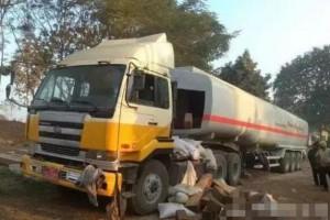 缅北瑙丘镇附近查获一批非法运输木材