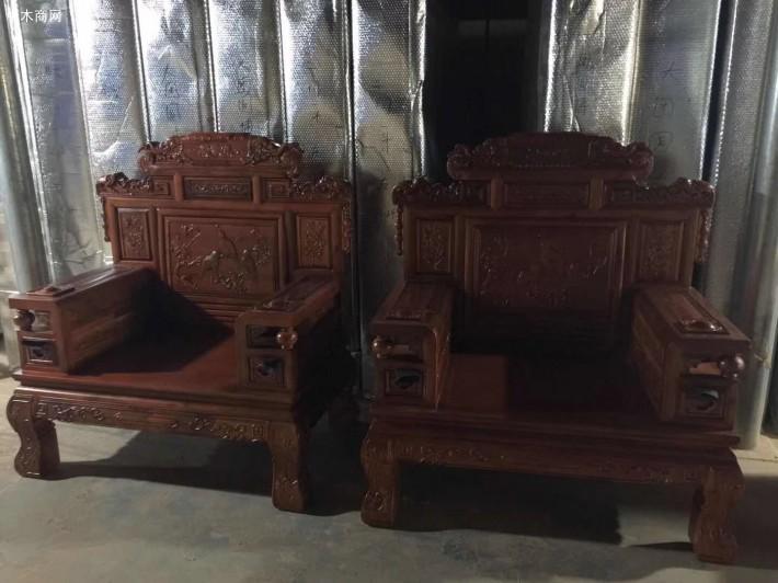 康鼎古典家具是一家专业从事仿古家具香樟木沙发生产