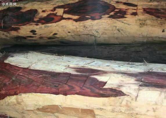 纹理:木纹质朴美观,优雅清新,有深褐色或黑色直丝状条纹