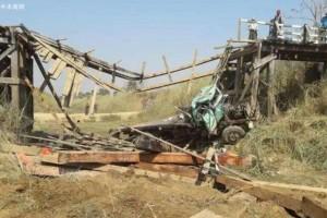 缅甸木材走私货车压断一座大桥