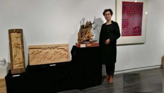 张静的木雕作品