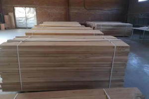 俄罗斯山毛榉木板材高清图