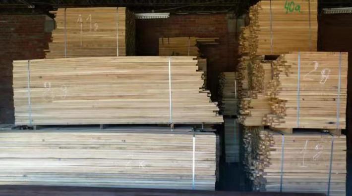 俄罗斯橡木广泛用于装潢用材和制作家具
