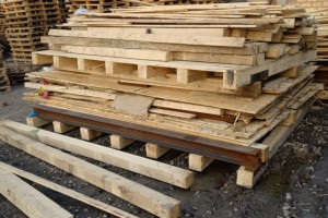 新到大量进口设备箱倒下的木方