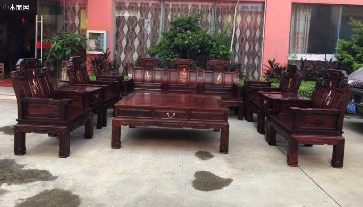 凭祥红木家具如今在家具行业里也有着一定的影响力