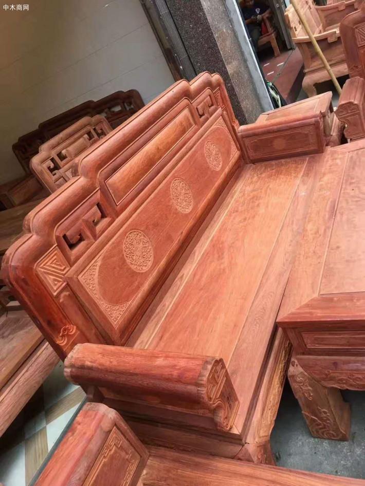 木纹中常见的有很多木疖