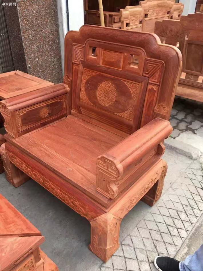 明代及清代早期制作高档的家具大多是用黄花梨木所制