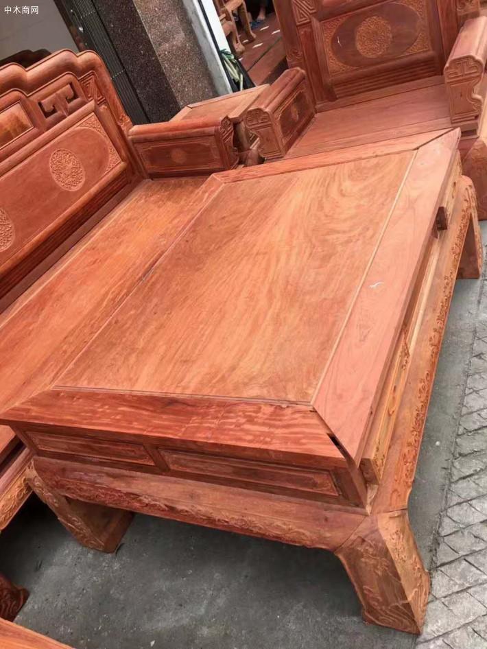 缅甸花梨沙发红木家具其实也是有一定的缺点的