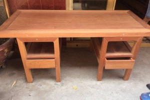 缅甸花梨木办公桌红木家具供应