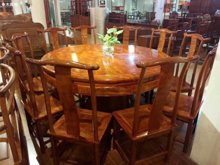 缅甸花梨木园餐桌十一件套的椅子是典型的明式靠背椅