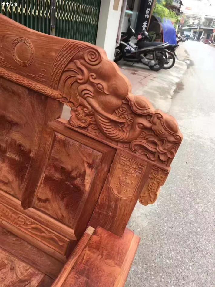 龙之涵红木家具的老总为了回馈新老客户