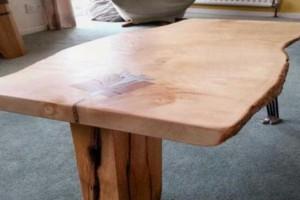 [家具] 老木匠让树活了,怎样用枯木制作原木桌子