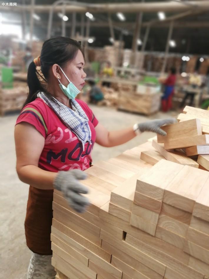 印尼橡胶木做成拼板后的特点