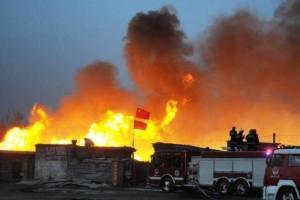 青海海南州一木材厂发生火灾