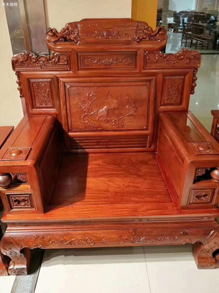 缅甸花梨木红木家具客厅沙发的保养关键还是要我们在日常生活中多加注意