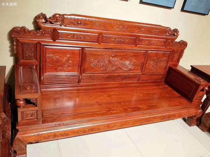 缅甸花梨木红木家具客厅沙发的保养要做好缅甸花梨木沙发日常清洁保养工作