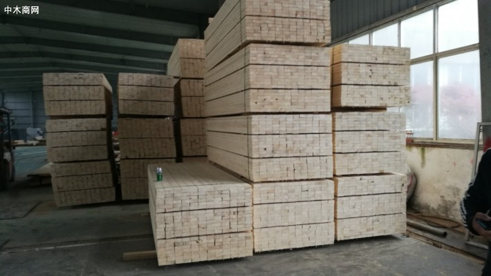 扬州鑫聚源木业厂家直销松木建筑木方