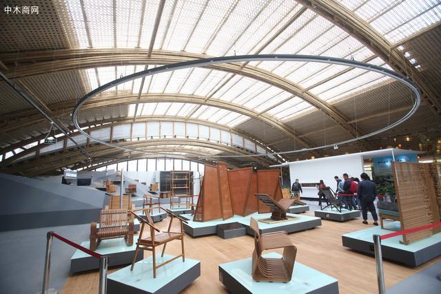 展览位于竹藤馆中心区域,竹藤馆主体结构全部由圆竹材构成,是目前中国跨度最大的圆竹结构场馆。