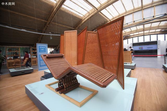 展览展出设计师石大宇设计的最新竹质家具。