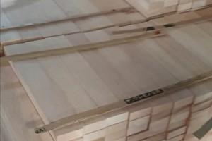 印尼橡胶木刨光料高清图片