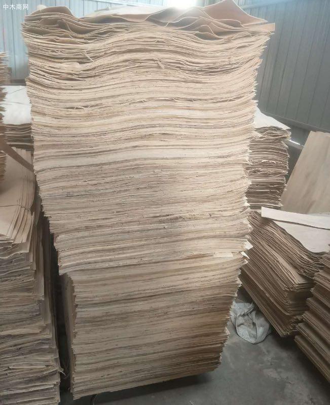 杨木三拼又称为杨木单板、杨木木皮、杨木面板、杨木面皮