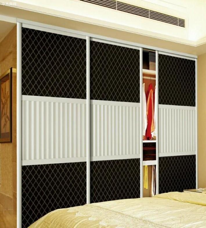 同样的板材,木工打柜子与定制衣柜,差价能有多少?