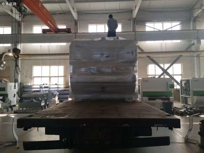 青岛鸿泰伟业新型设备有限公司是专业制造宽带砂光机、刨砂机、精密推台锯的品牌厂家